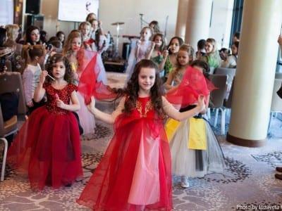 показ мод на свадебной выставке